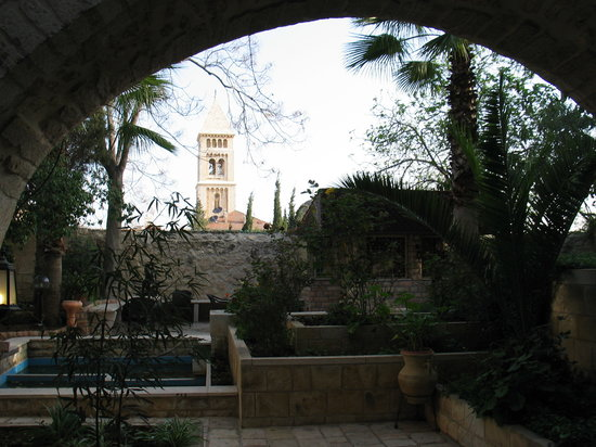Lutheran Guest House: One view of the garden