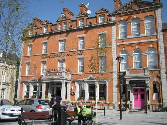 Westenra Arms Hotel: Front of house.