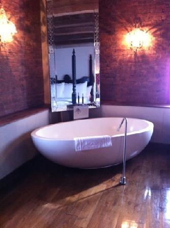 Marriott's Crystal Shores: Bath in bedroom
