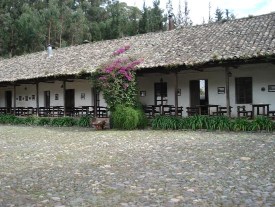 Hacienda Guachala: Pleasant outdoor dining area