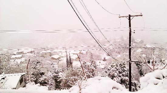Jerome, AZ: Outside the hotel after it snowed