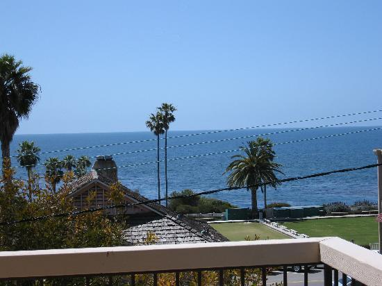 Laguna Cliffs Inn: Our view from 2nd floor balcony.