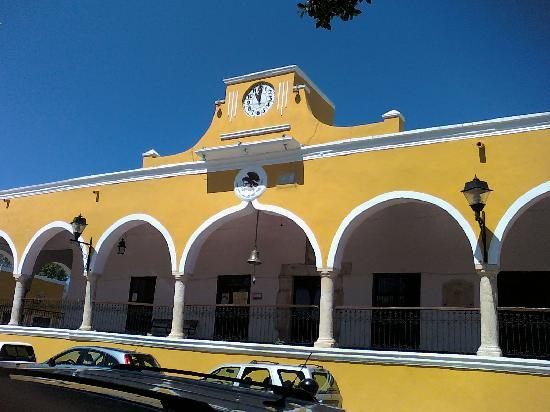 Izamal, Mexiko: todo pintado de amarillo