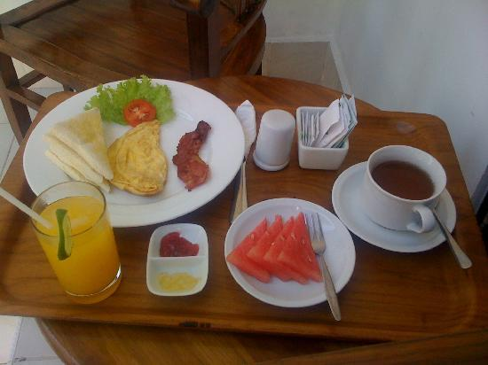 Legian Guest House: Breakfast