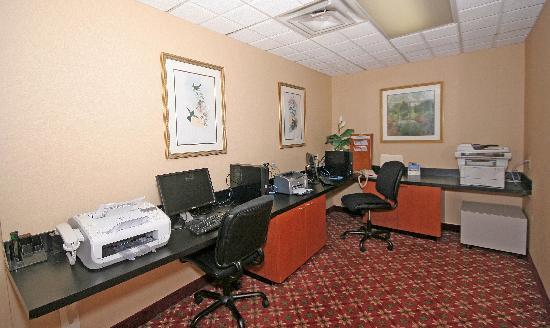 Wingate by Wyndham Columbia: 24 Hour Business Center available to guests!