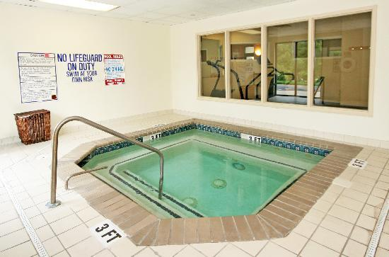 Wingate by Wyndham Columbia: Unwind in the Indoor Whirlpool!