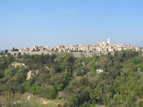 Saint-Paul de Vence, France : St Paul on the hilltop