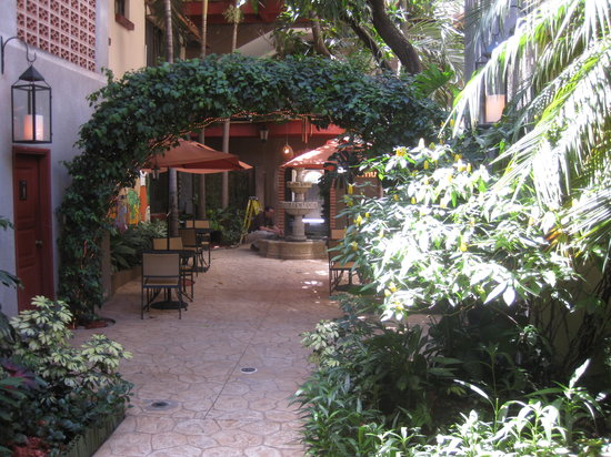 Humuya Inn: Patio Area