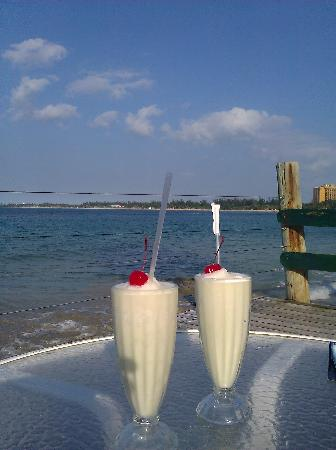 Hotel La Playa: pina coladas on the restaurant patio