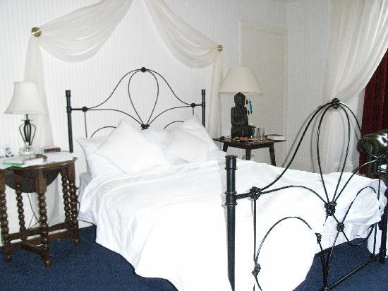 Buxton, UK: The Haddon Room is really comfortable and overlooks the Pavilion Gardens