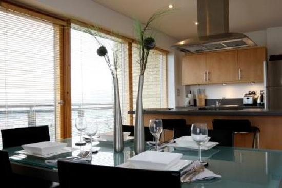 The Chambers Riverside West: Kitchen - 2 Bedroom Superior Apartment