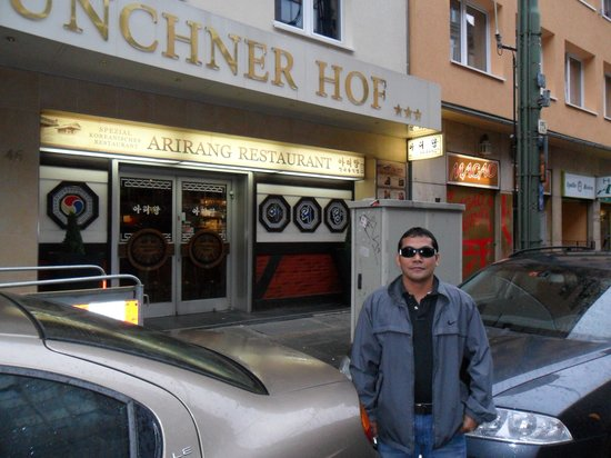 Hotel Münchner Hof: At the front hotel