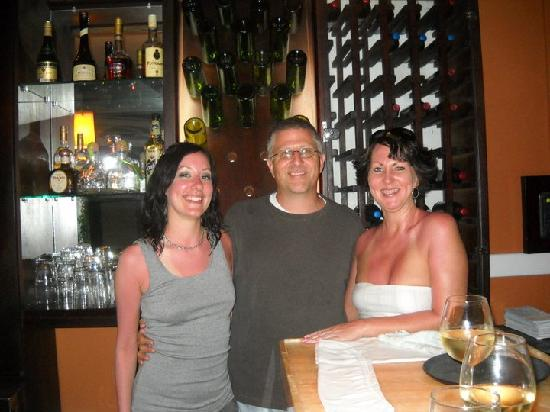 Hotel La Amistad: This photo was taken at the bar, the end of our trip.