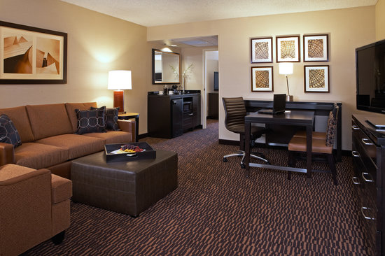 Embassy Suites LAX North: Standard Parlor Room