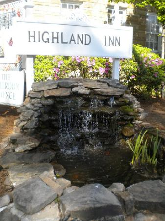 The Highland Inn: Loving listening to the water as I sipped my morning coffee on the porch