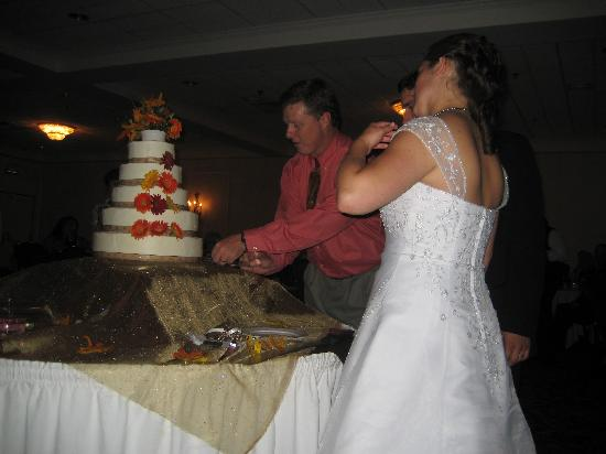 Capitol Plaza: getting help with our beautiful cake!