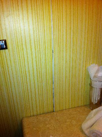 Stone's Lodge under Stratton Mtn.: Some repairs could stand to be done in the bathroom