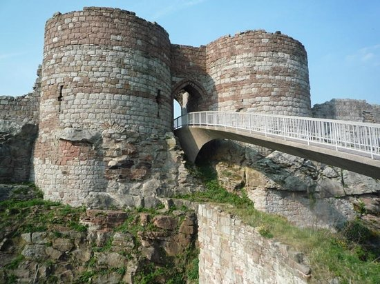Cheshire, UK : Footbridge to Castle