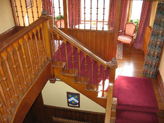 Pinehurst Manor: Main staircase