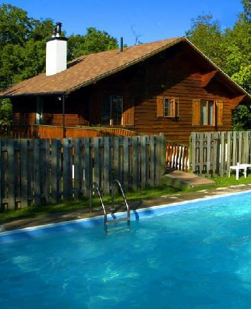 Chalets Chanteclair Villegiature-Resort: Chalets with private pool