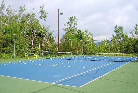 Chalets Chanteclair Villegiature-Resort: Tennis court