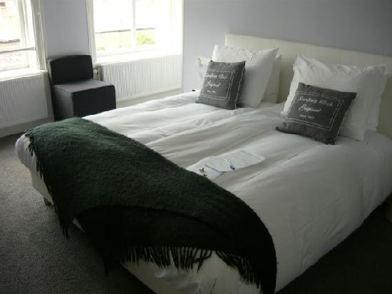Hotel Mozaic Den Haag: Bed was comfortable, but on the softer side