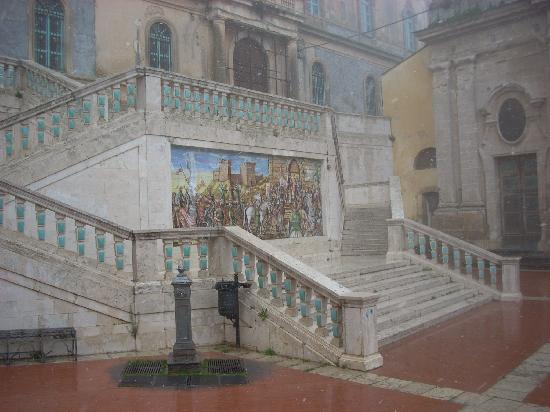 Caltagirone, Italia: At the very top of the Scala are churches and this marvelous tiled stairway.