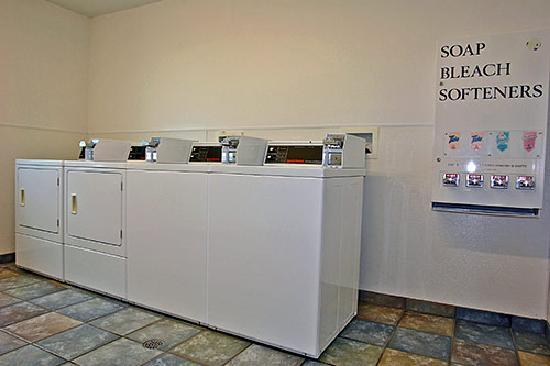 Motel 6 Sheridan: Guest Laundry Room!