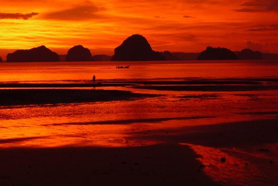 Nong Thale, Thailand: Amazing sunset at Tubkaak!