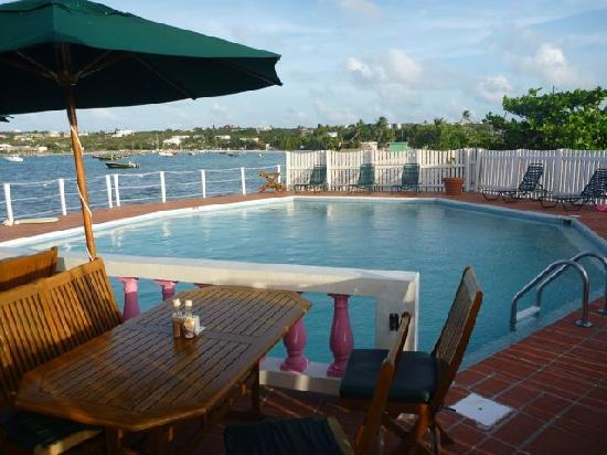 Arawak Beach Inn: Arawak pool & deck