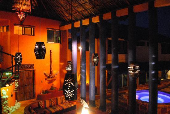 Villa La Bella: livingroom at night