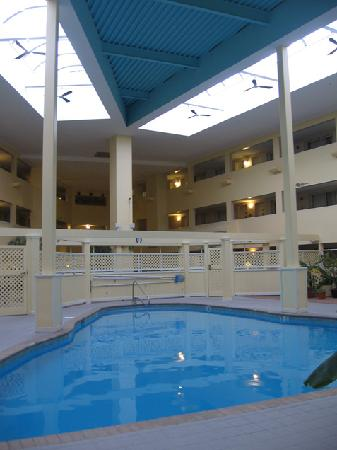Bedford Plaza Hotel: Pool