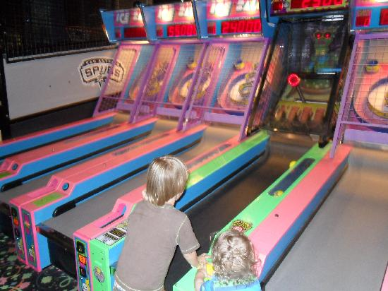 Great Wolf Lodge: Skiball at the arcade