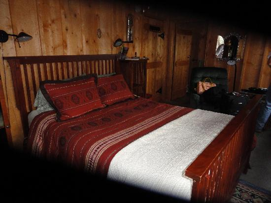 Silver River Adobe Inn: Cozy well appointed room