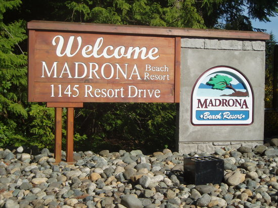 Madrona Beach Resort: The entrance to Madrona