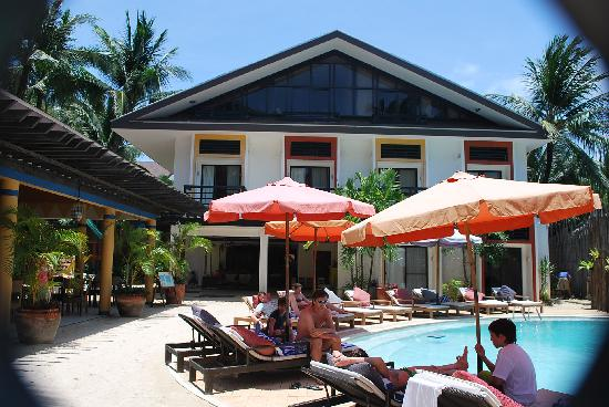 Microtel Inn & Suites by Wyndham Boracay: pool area