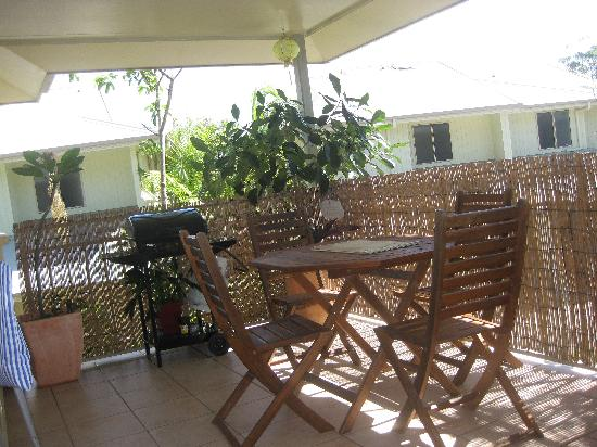 Byron Lakeside Apartments: Outdoor entertaining area