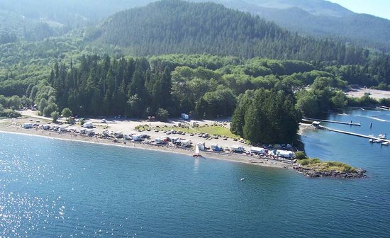 Toquart Bay Campground: Sandy beach and great fishing