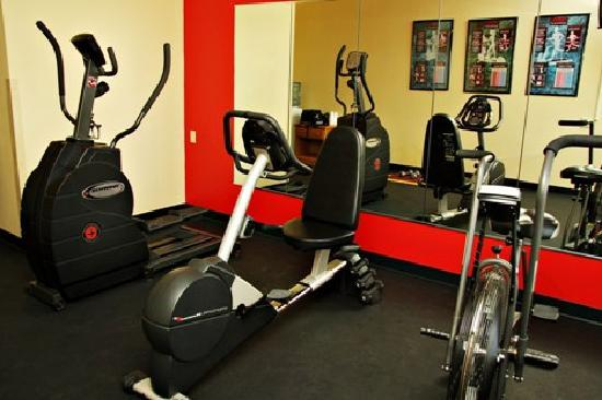 Country Inn & Suites By Carlson, Watertown: Exercise Room