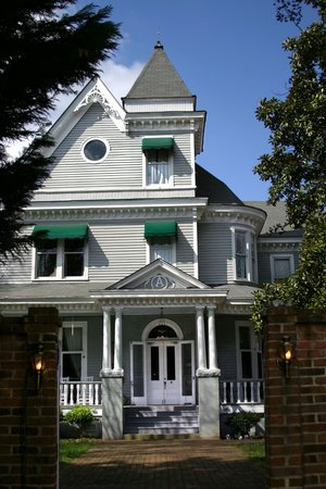Ashford Manor Bed and Breakfast: Front of the House. Courtesy of Bryan Redding