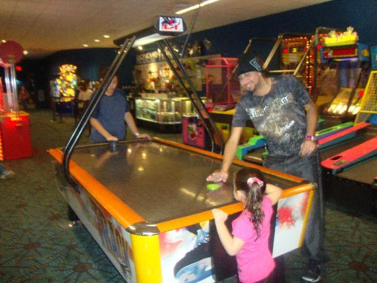 Waterbury, CT : Family arcade