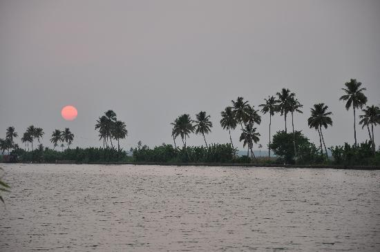 ‪‪Kottayam‬, الهند: Kerala sunset‬