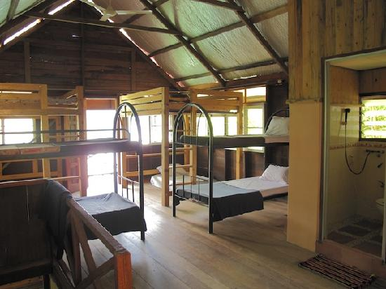 Belum Eco Resort: Dormitory with balcony & lake view