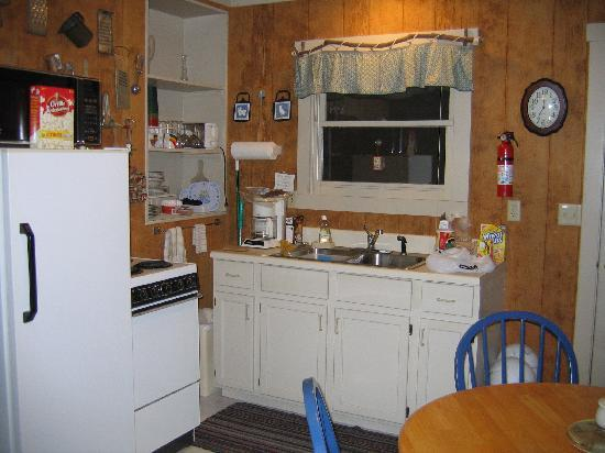 Ash Grove Resort Cabins & Camping: great kitchens