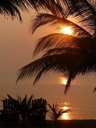 Kanantik Reef & Jungle Resort: Sunrise from our Cabana