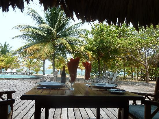 Kanantik Reef & Jungle Resort: Lunch is served at Kananik