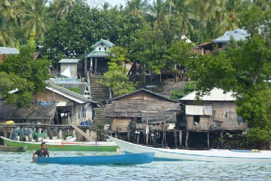 Wakatobi Island, Indonezja: Lamanggau, the village on the other side of the resort island