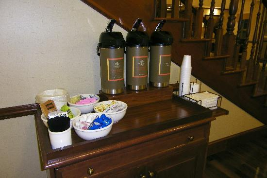 Country Inn & Suites Woodbridge: Free coffee