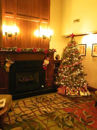 Country Inn & Suites Woodbridge: All decorated for Christmas