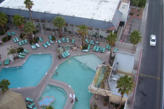Hooters Casino Hotel: Pool view from our room on 15th floor